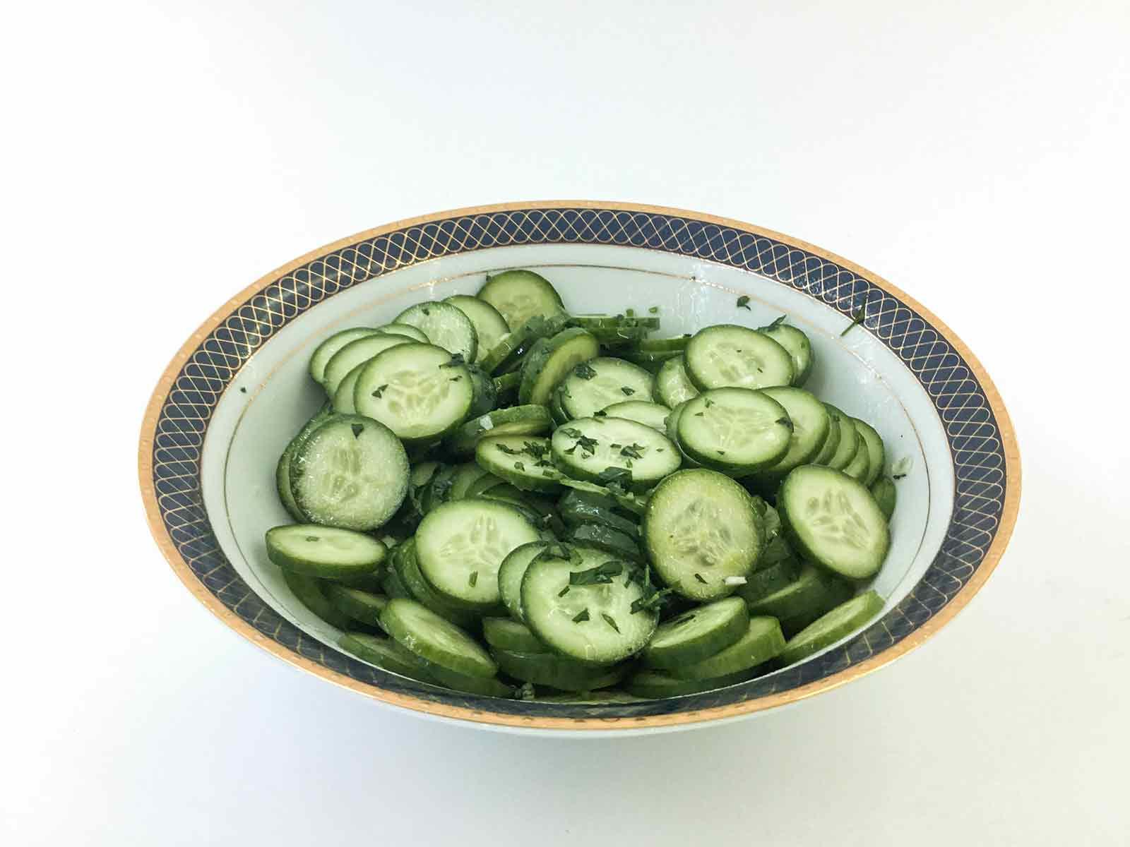 Salata od svežih krastavaca